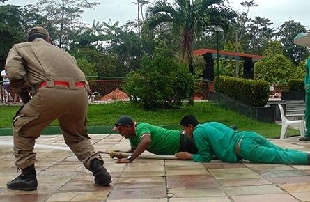 Mais segurança  funcionários participam de Brigada de Incêndio d392e72738bb1